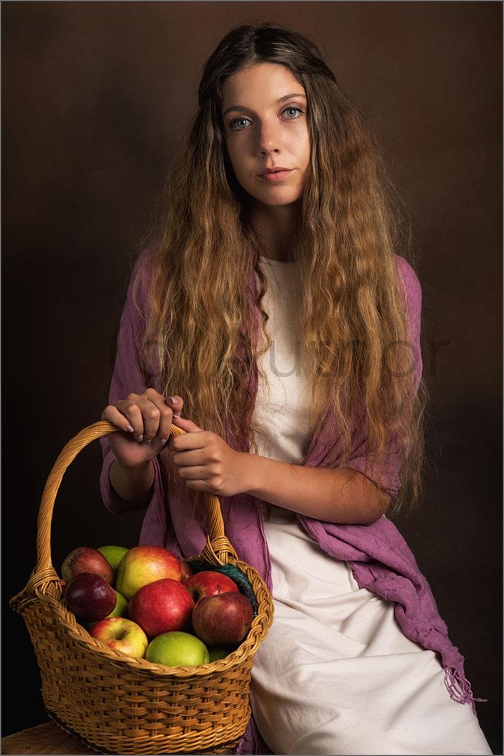 3_PI_Portrait of an Apple Seller _Stephen Kangisser